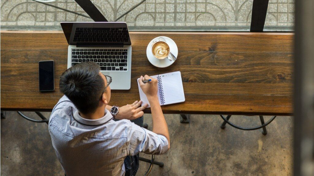 freelancer laptop worker