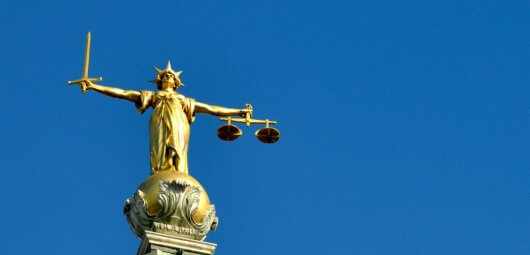 scales-of-justice-old-bailey-london-uk-law