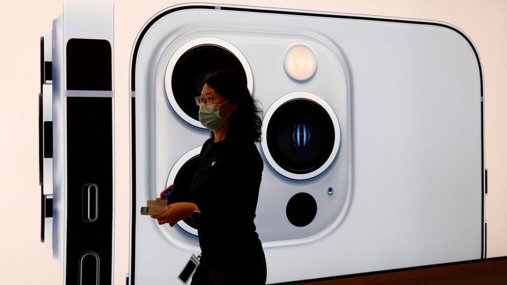 Apple iPhone 13 series goes on sale in Beijing